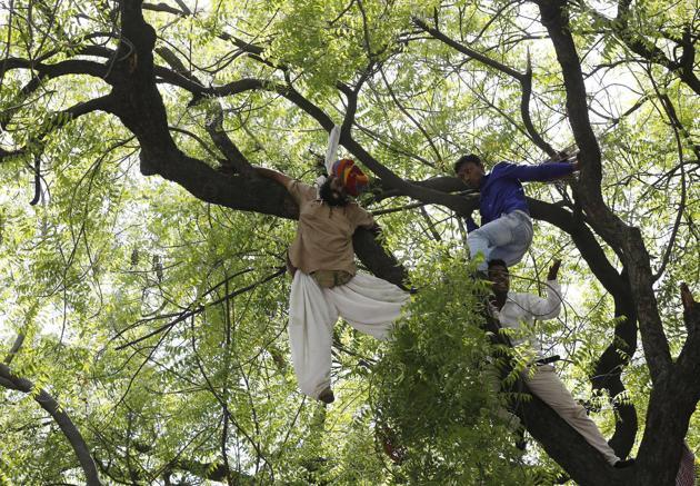 2015-04-22T151209Z_1442679416_GF10000068810_RTRMADP_3_INDIA-FARMERS