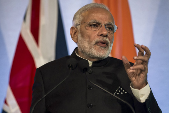 India's Prime Minister Narendra Modi gestures while addressing industry leaders at Guildhall in London, Britain November 12, 2015. REUTERS/Rob Stothard/Pool